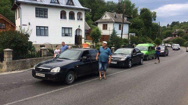 На Прикарпатті вже понад тиждень селяни перекривають дорогу державного значення