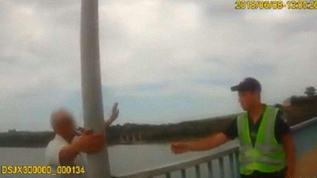 На Буковині поліцейські хитрощами врятували самогубця