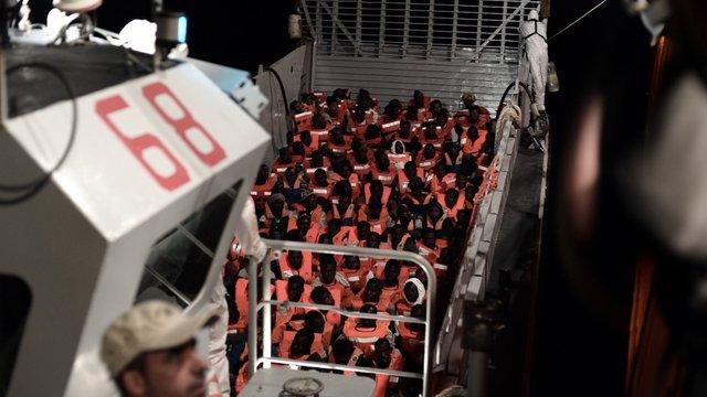 Італія відмовилася прийняти судно з понад 600 мігрантами