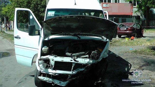 В Запоріжжі п'яний водій легковика вчинив смертельну ДТП з маршруткою