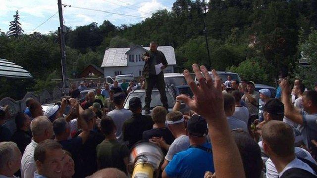 Після двотижневого протесту селяни на Івано-Франківщині домоглись ремонту дороги
