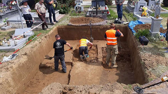 Польща передала Україні доповідь щодо досліджень на цвинтарі в Грушовичах