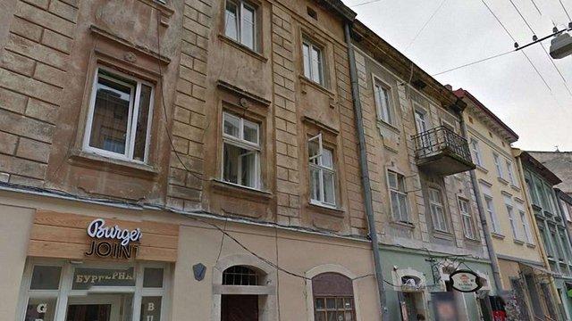 Власниця квартири у центрі Львова подала в суд на мерію через штраф за пластикові вікна