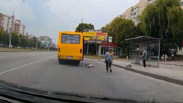 З львівської маршрутки №45 на ходу випала дитина