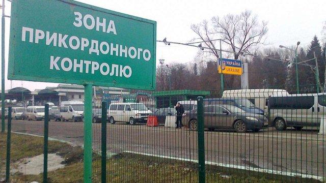 Пенсіонер з Криму намагався дати хабар прикордоннику у Шегинях для виїзду з України