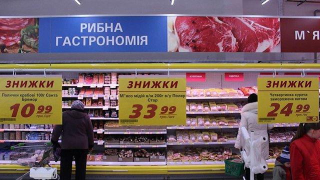 Українці 2017 року стали більше заощаджувати і менше жити в борг