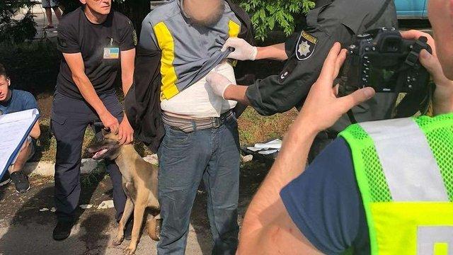 Українець намагався вивезти в Словаччину під одягом 2,5 кг марихуани