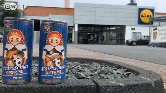 В Німеччині продають набори до ЧС-2018 з російськими матрьошками і українськими цукерками