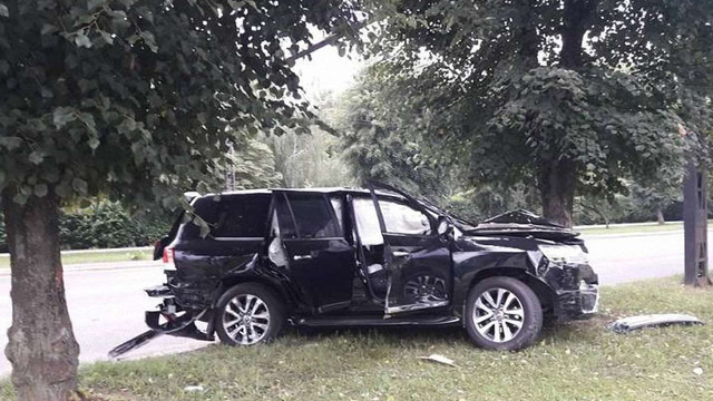 У Львові на перехресті позашляховик Land Cruiser  зіткнувся з автомобілем Uber