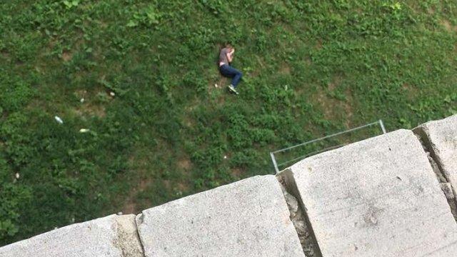 Чоловік у Луцьку вистрибнув з шостого поверху будинку після сварки з сусідкою