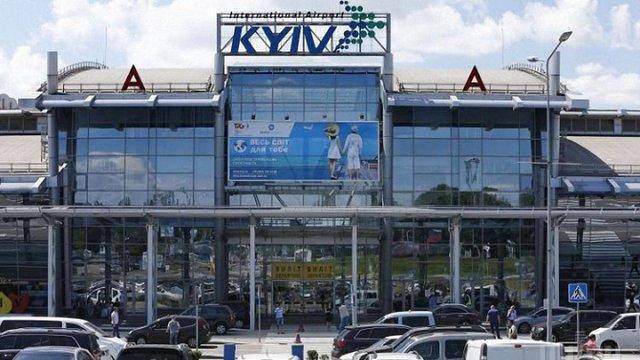 У аеропорту «Київ» пасажири блокували виходи з вимогами надати літаки до Грузії