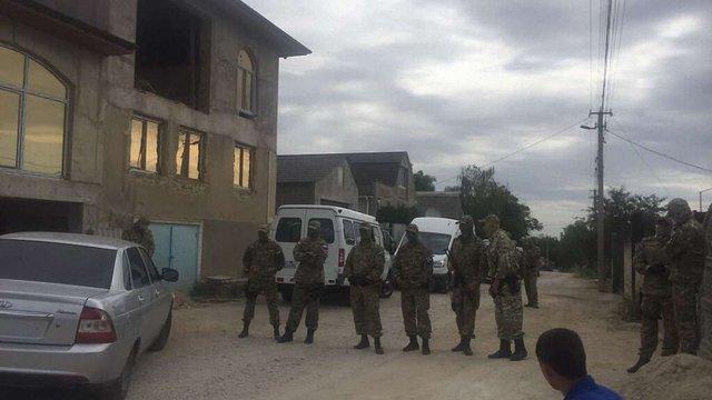 В окупованому Криму, після обшуку у будинках кримських татар, затримали жінку