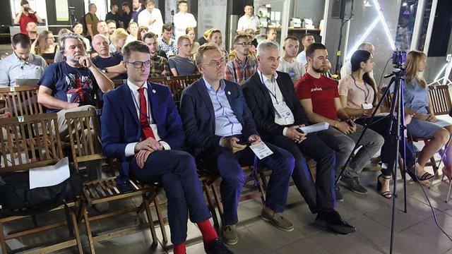 Мер Львова у Тернополі розповів про стратегію успіху українських міст