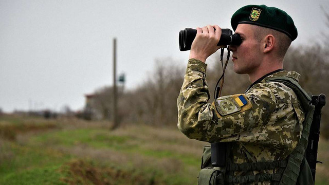 На кордоні з Румунією група контрабандистів напала на українських прикордонників
