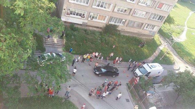 На вул. Полтави у Львові автомобіль збив 10-річного хлопчика