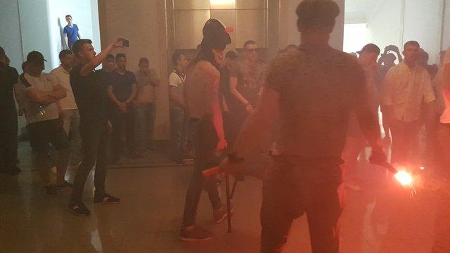 У Харківській міськраді активісти підпалили димові шашки і розпилили газ