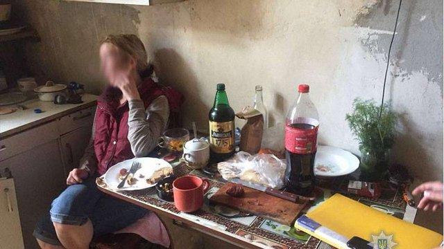 Львівські поліцейські забрали недоглянутих дітей у нетверезих батьків