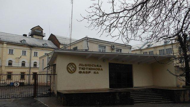 Журналісти назвали ринкові причини атак на Львівську тютюнову фабрику