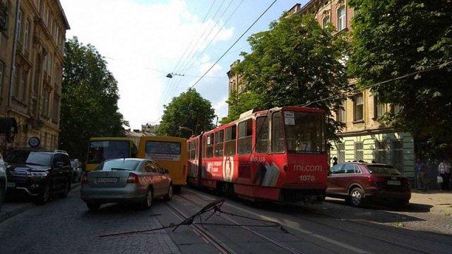 У трамваї №7 на вул. Личаківській травмувався підліток