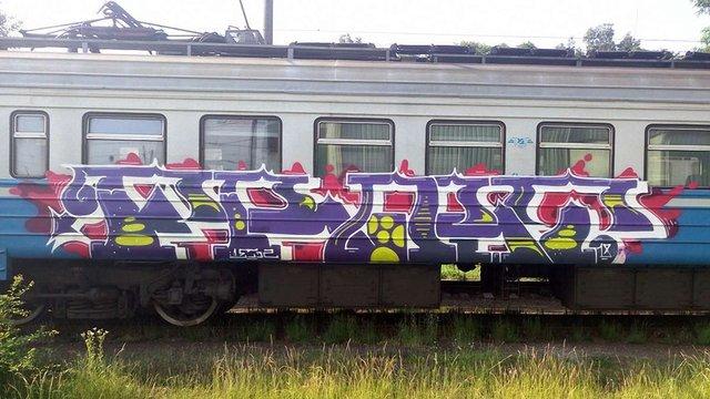 Львівські залізничники знімають з маршруту вагони приміських електричок через графіті