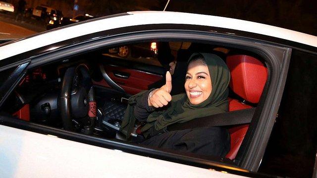 У Саудівській Аравії жінки отримали право кермувати автомобілем