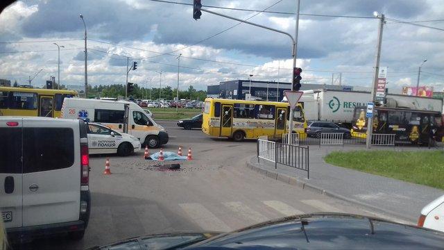 На виїзді зі Львова вантажівка збила на смерть жінку