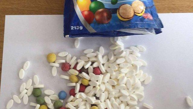В Україну під виглядом цукерок ввозили психотропні препарати