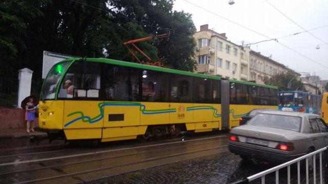 Винуватці ДТП у Львові сплатили  близько ₴50 тис. за простій трамваїв