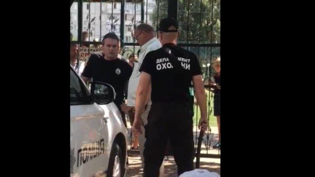 На Київщині помічник народного депутата стріляв з травматичної зброї по дітях