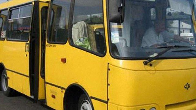 На Львівщині пенсіонер відсудив компенсацію за заборону їхати у маршрутці за пільговою ціною