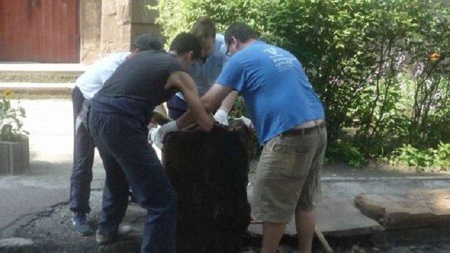 Волонтери допоможуть єврейській громаді демонтувати мацеви з вул. Ганни Барвінок у Львові