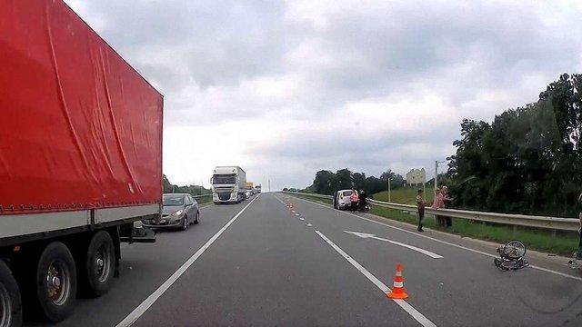 На трасі Київ-Чоп біля Львова автомобіль збив 58-річного велосипедиста