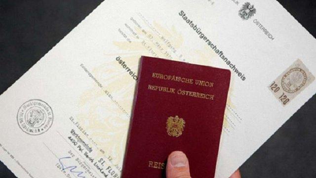 Конституційний суд Австрії дозволив громадянам позначати себе у документах як «іншу стать»