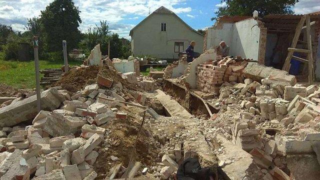 Через обвал стіни будинку на Львівщині загинув чоловік