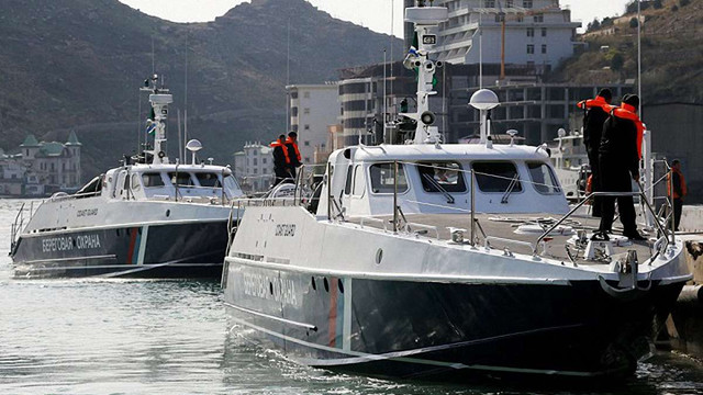 Затриманих українських моряків випустили з управління ФСБ у Криму без паспортів