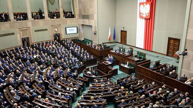 ЄС запустив санкційну процедуру проти Польщі