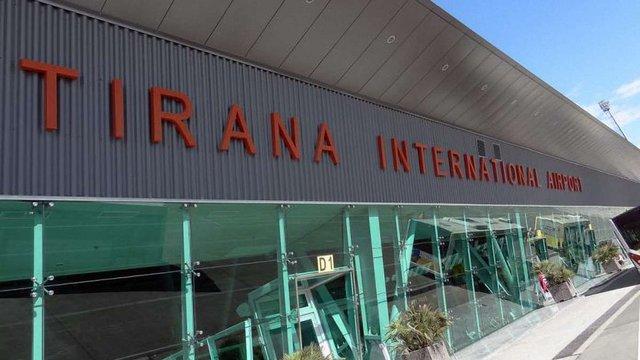 Українські туристи, які застрягли в Албанії, повернулися додому