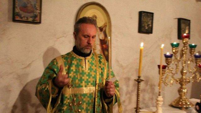 Суд на Вінниччині відмовився покарати священика УПЦ (МП) через георгіївську стрічку