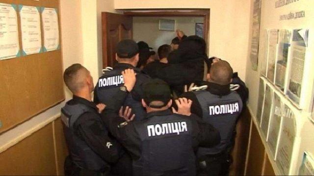 Через закриття гімназії на Рівненщині місцеві мешканці побилися з поліцією