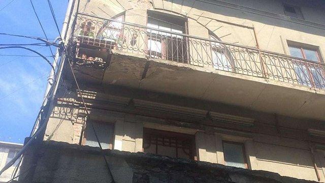 В Івано-Франківську обвалився балкон разом з 87-літньою жінкою