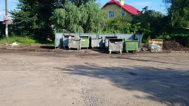 У сміттєвому баку в Дрогобичі виявили мертву корову
