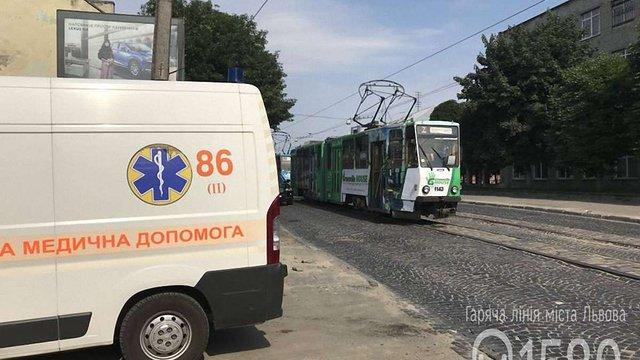 У львівському трамваї раптово помер 66-річний чоловік