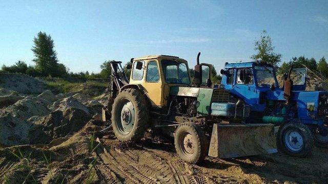 Поліція затримала трьох чоловіків за незаконний видобуток піску в Яворівському нацпарку