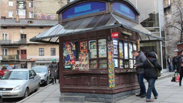 В Україні заборонили встановлювати на тротуарах МАФи і рекламні конструкції