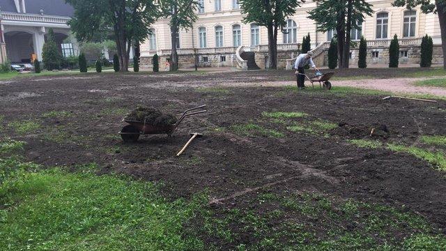 На території львівського Палацу Потоцьких облаштовують італійський парк
