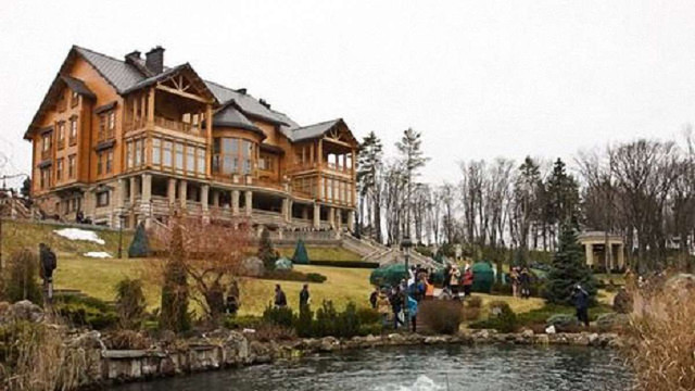Суд передав майно Януковича в Межигір'ї в управління держави