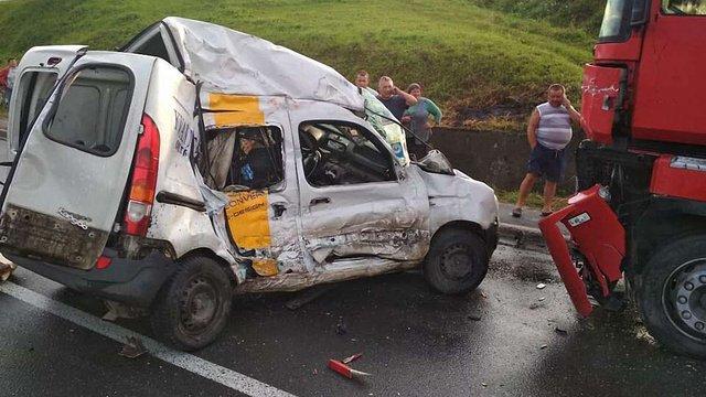 На трасі Київ-Чоп внаслідок зіткнення з вантажівкою загинув водій Renault