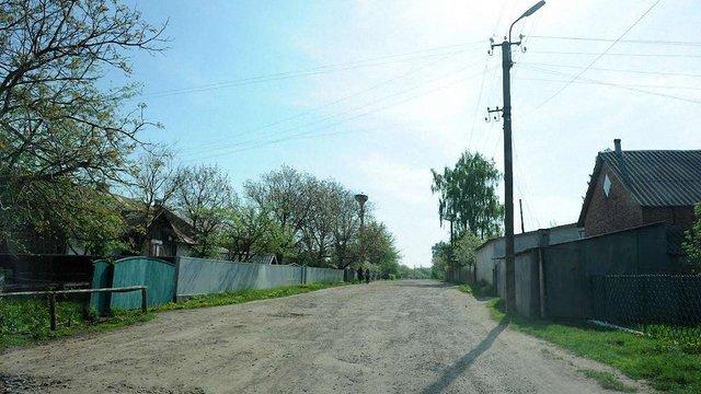 У Кам'янка-Бузькому районі водій ВАЗу на смерть збив брата  на своєму подвір'ї