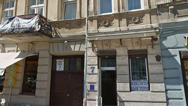 На пл. Липневій у Львові  з вікна випав 3-річний хлопчик