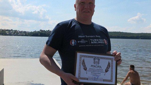 Львівський шеф-кухар переплив тернопільське озеро за рекордний час
